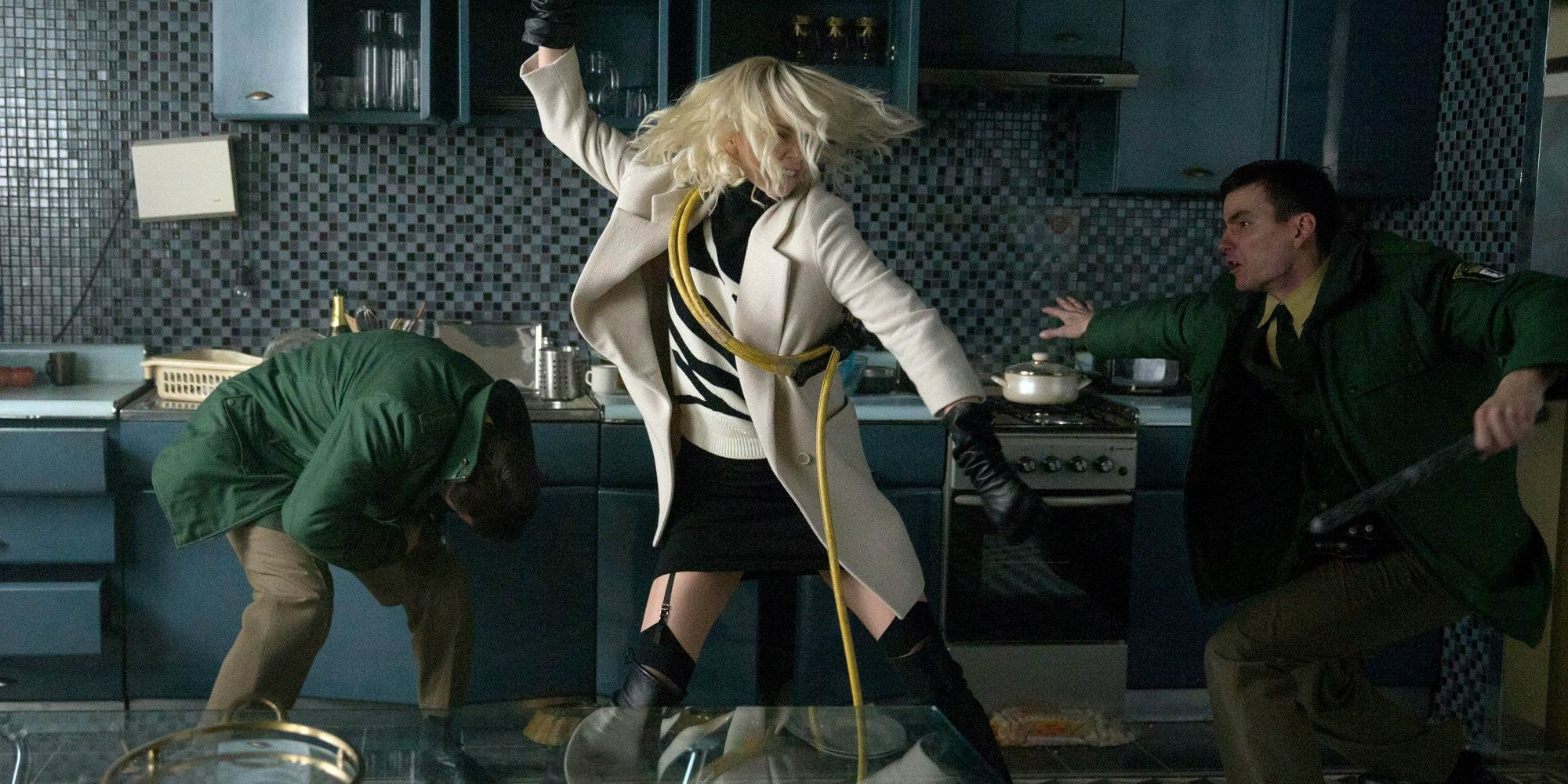 https://static0.srcdn.com/wp-content/uploads/2017/03/atomic-blonde-movie-charlize-theron-fight.jpg