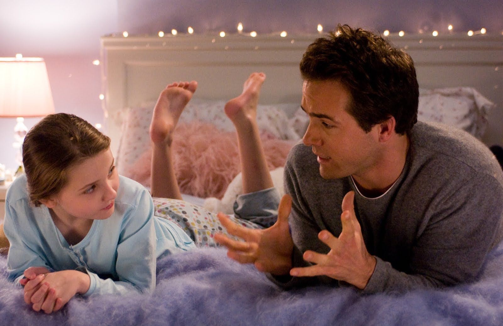 Abigail Breslin and Ryan Reynolds in Definitely Maybe
