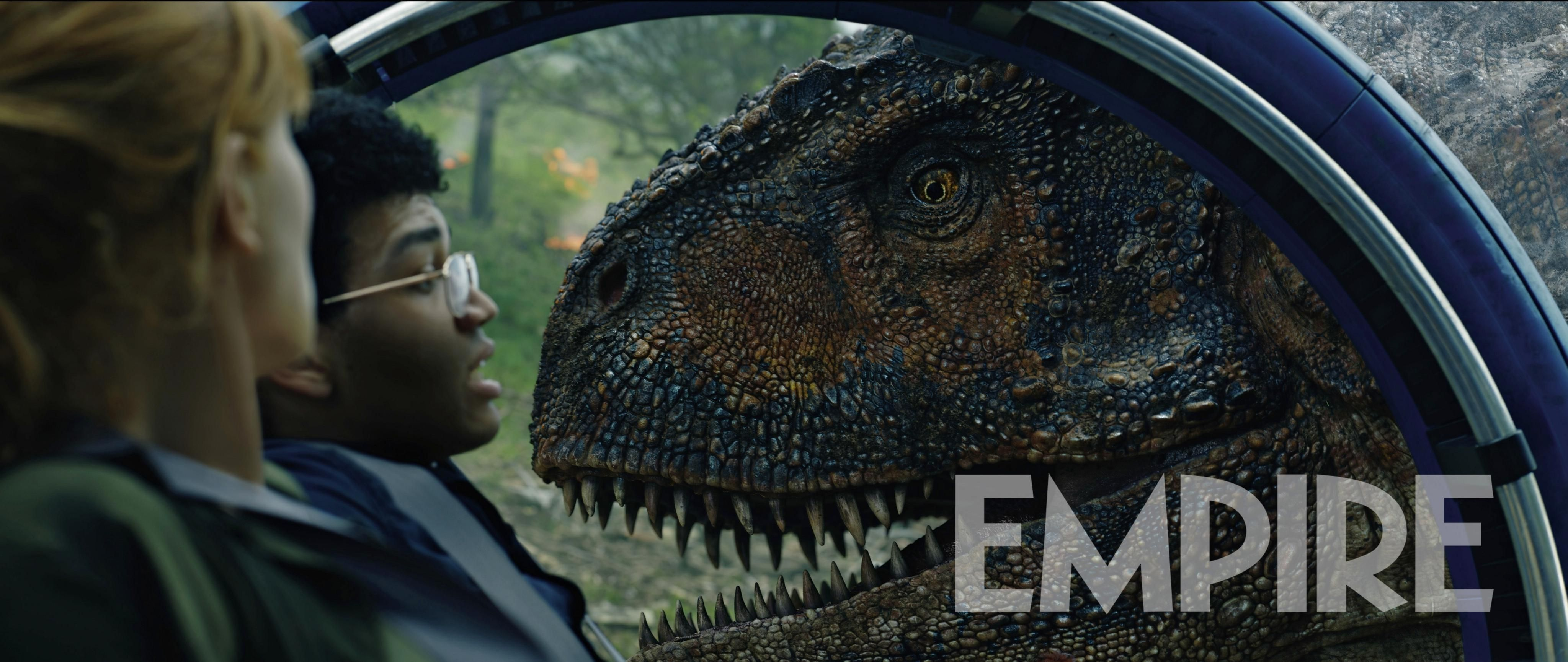 Bryce-Dallas-Howard-and-Justice-Smith-in-Jurassic-World-2.jpg