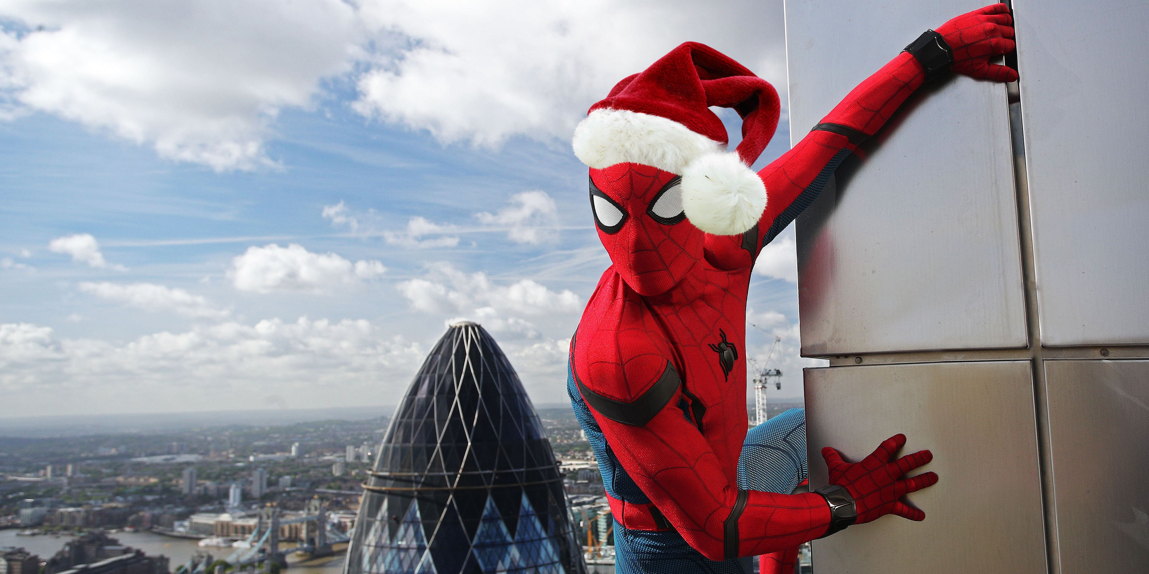 Spiderman Christmas.Spider Man Homecoming Gets Christmas Y Concept Art Screen