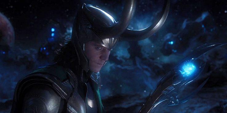 https://static0.srcdn.com/wordpress/wp-content/uploads/2018/12/Loki-in-The-Avengers-with-Scepter.jpg?q=50&fit=crop&w=738