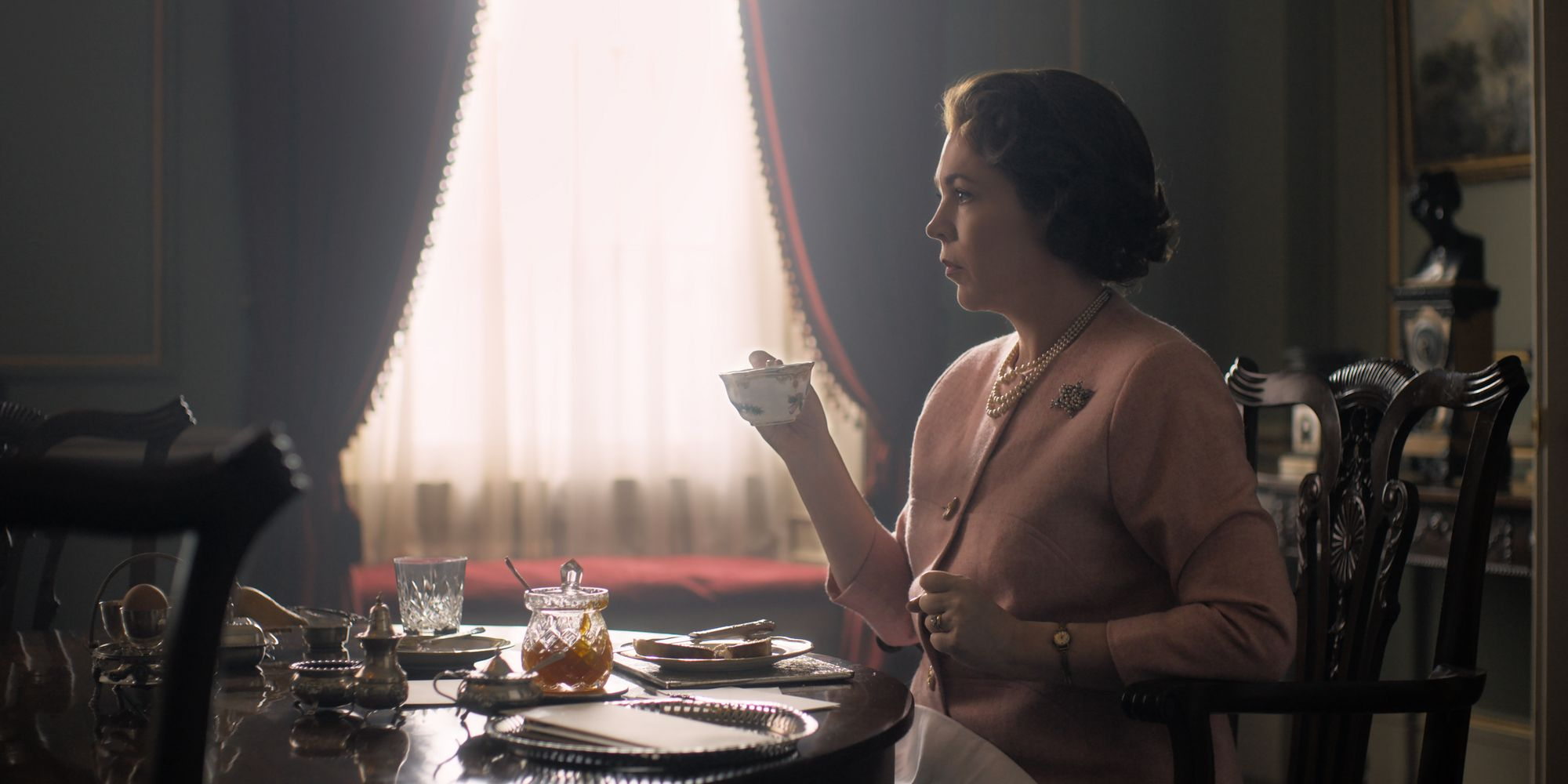 The Crown Season 3 Cast Character Guide Screen Rant
