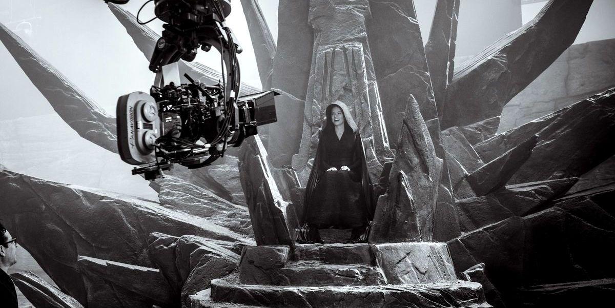 Star Wars Rise Of Skywalker Image Shows Dark Rey On Palpatine S Throne
