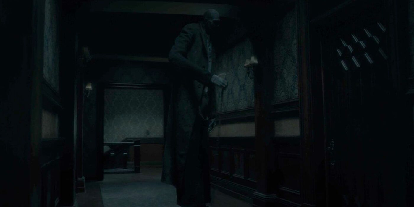 The Haunting Of Hill House 10 Hidden Details You Missed About The Tall Man Total Daily
