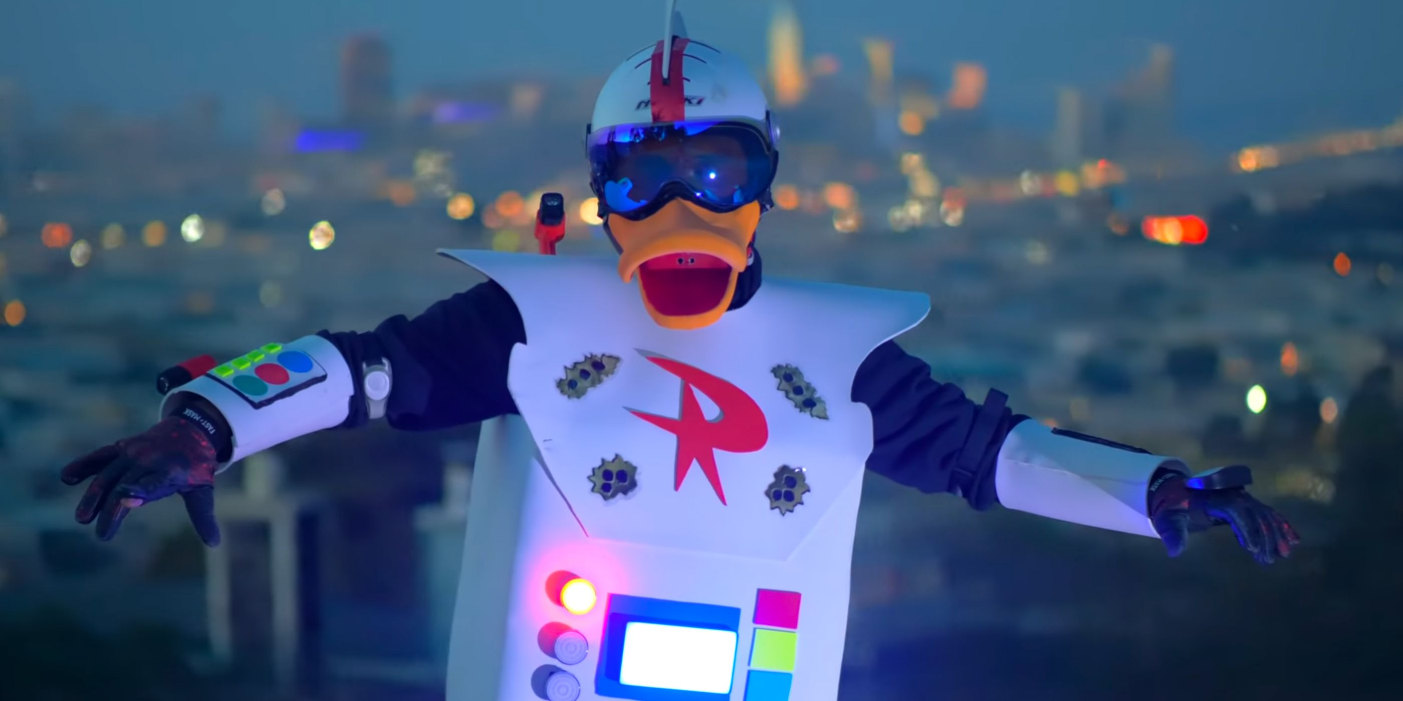 Ducktales Cosplay Brings Gizmoduck To Life In Mindblowing Video Using the superpowered suit, crackshell was tasked with protecting. ducktales cosplay brings gizmoduck to