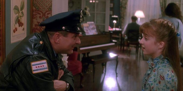 Гарри одет как полицейский в Home Alone