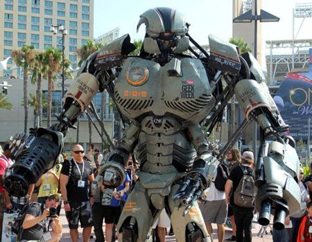 Comic Con 2013 Iron Man Creators Giant Robot Cosplay Suit Is Awesome